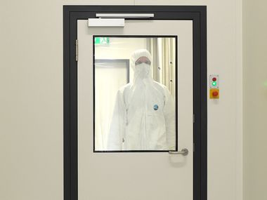 Hinged Doors single-leaf & Clean Room Doors | Lindner Group
